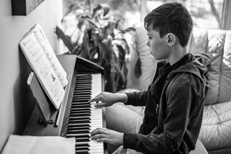 piano-lesson-4622218_1920